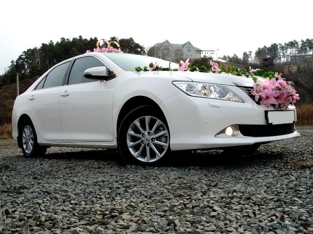 Toyota Camry 2013, белый 1