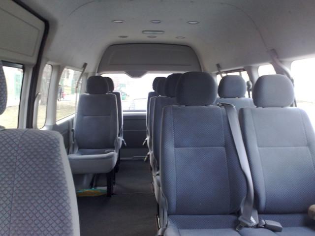 Микроавтобус a Toyota Hiace,